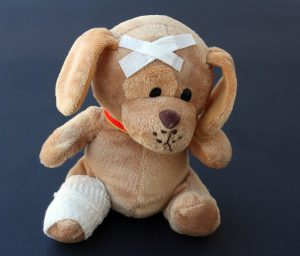 ziek teddybeer heeft arts nodig
